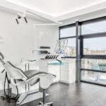 Une grande salle de soins dentaires chez la bussie